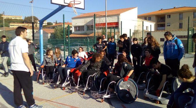 Suite :Les élèves testent le Handi-Rugby